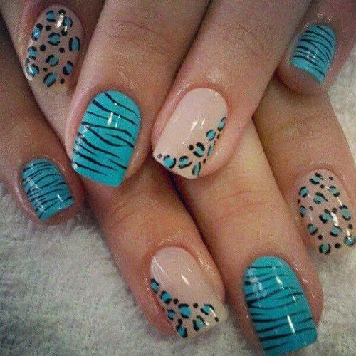 There is something about this colour combo that I love. Zebra stripes on some nails and leopard spots on the other. Lovely concept.