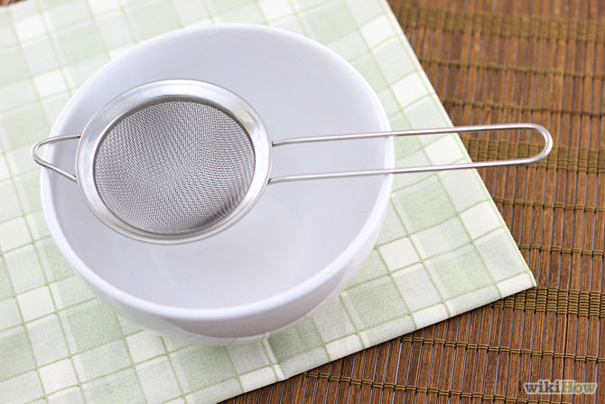 6. Place a mesh strainer over a large bowl. The strainer should be small enough to fit inside the mouth of the bowl, but if possible, you should use a strainer with a wide enough rim to rest on top of the brim of the bowl. By resting the strainer on top of the bowl, you free up both hands.