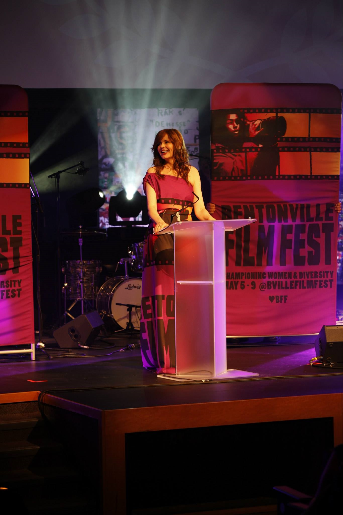 The Bentonville Film Festival (BFF) founded by Academy Award Winner Geena Davis and Trevor Drinkwater, was a star-studded event. Here's Geena Davis at the event.
