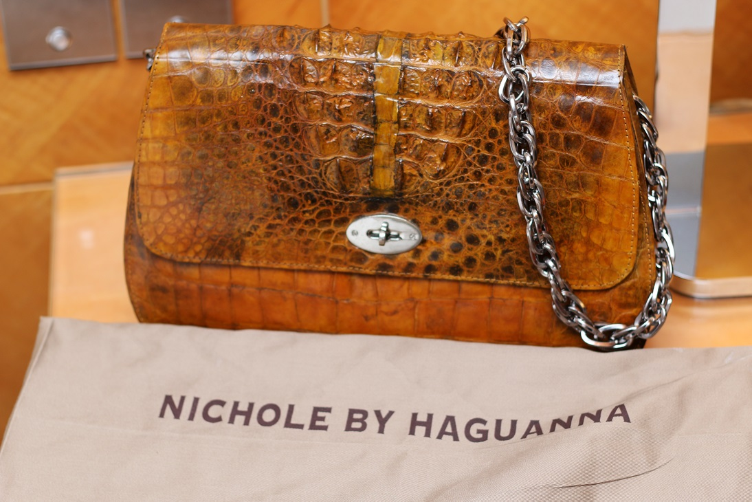Special thanks to Nichole by Haguanna for this lovely leather bag.
