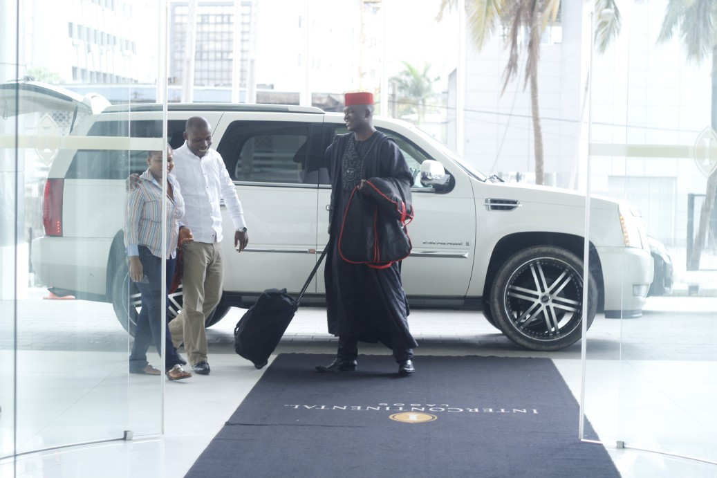 The Ezedinma's arrive in style at the Intercontinental Hotel, Lagos. I'm feeling the outfit of the man welcoming them!