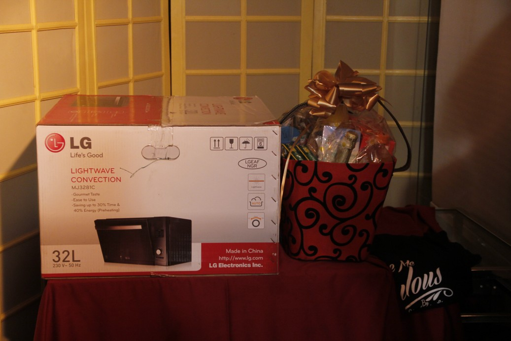 And some gifts which they totally loved! A Microwave from LG, a hamper and some Make Me Fabulous Tshirts.